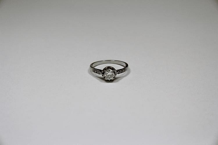 BAGUE en or gris ornée d'un diamant de taille ancienne.  Poids brut : 1,6 g TDD : 59