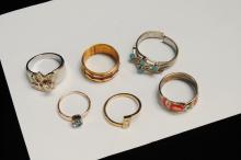 6 modern Costume Jewelry Rings