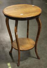 OAK PARLOR LAMP TABLE - Antique American oak with cabriole legs and lower stretcher shelf