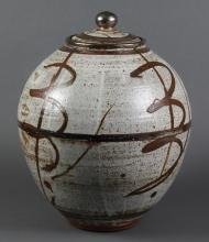 WILLIAM CREITZ (1907-2015, OR) POTTERY JAR - Signed, the large globular vessel with lid shows strong Japanese influence in the minim...