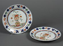 PAIR CHINESE PORCELAIN FAMILLE VERTE PLATES - Showing a flower vase with stylized peony and foliage on the plate floor; having a bor...