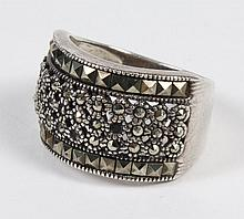 MARCASITE AND STERLING RING - A 0.5