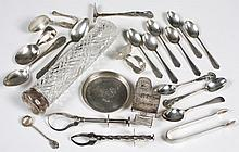 STERLING SILVER ITEMS - Twenty pieces made by English and American silversmiths (O.B. Allen, Skiff, Hammond Creake & Co.), marked. I...