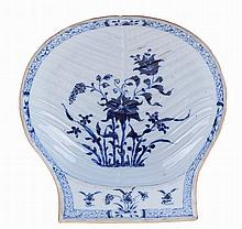 Chinese porcelain shell shaped bowl.