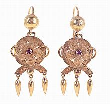 19.2 kt pair of gold earrings.