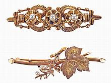 Gold brooch with natural pearls, together with a gilt silver brooch. (2)