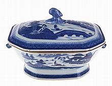 Chinese porcelain tureen.