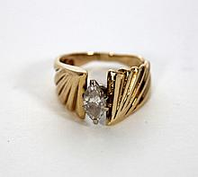 LADIES 14KT YELLOW GOLD & DIAMOND RING