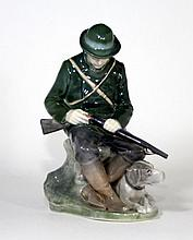 ROYAL COPENHAGEN #1087 HUNTER WITH RIFLE & DOG