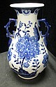 CHINESE PORCEALIN BLUE & WHT DOUBLE HANDLE VASE