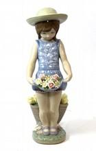 LLADRO # 1284 MY FLOWERS PORCELAIN RETIRED FIGURE