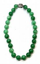 FINE CHINESE APPLE GREEN JADEITE BEADED NECKLACE