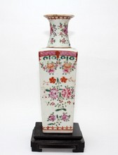 ANTIQUE CHINESE EXPORT FAMILLE ROSE VASE