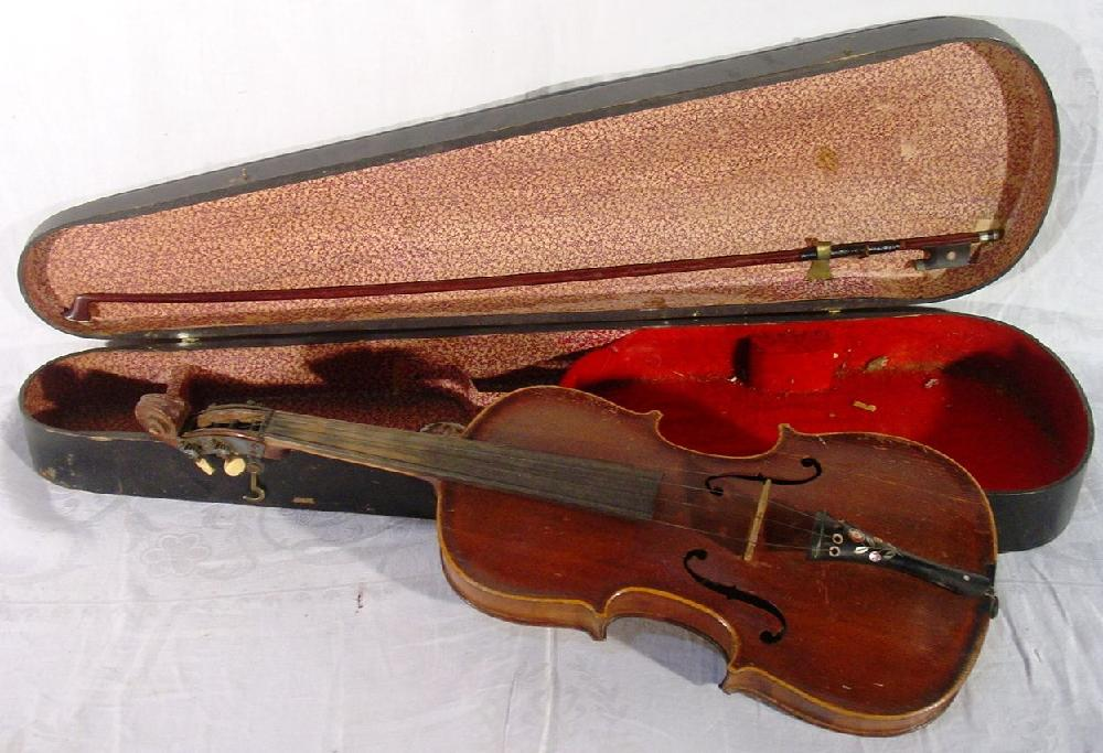 Jacobus Stainer violin, Gorelli Germany bow, faux leather case