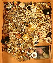 Miscellaneous costume jewelry