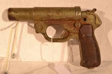 German WWII 26.5mm Leuchtpistole 42, manufactured by Hugo Schneider, s#80600