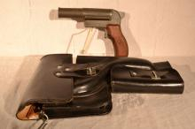 East German 26.5mm SPSh Signal Pistol, frame and barrel stamped tgf 14989, leather holster