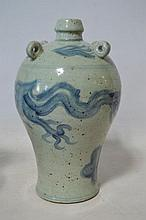 CHINE Bouteille en porcelaine blanc bleu, h35cm