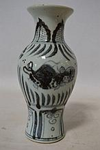 Vase blanc bleu, fin XIXème, h 25cm