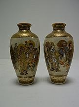 JAPON   Deux vases ovoïde en satsuma   sig