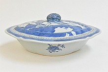 Chinese blue & white Quatrefoil bowl with a cover