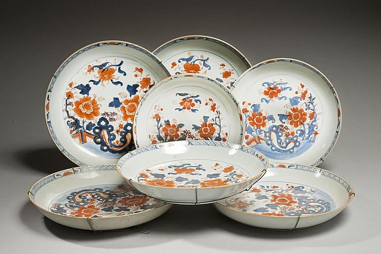 Céramique de la Chine Époque KANGXI (1662-1722) Ensemble de cinq grandes coupes et trois coupes en porcelaine décorée en bleu sous c...