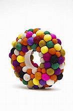 Christian Astuguevieille (né en 1946) BRACELET BOULES DE FEUTRE MULTICOLORES  Bracelet en bois recouvert de tissu, boules de feutre ...