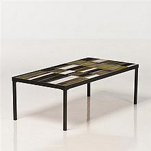 Roger Capron (1922-2006) Table basse Céramique émaillée et métal Signée Date de création : vers 1960 H 33 × L 101 × P 51 cm
