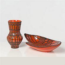 Roger Capron (1922-2006) Vase et coupe Céramique émaillée Signés, cachet Vallauris Date de création : vers 1955 H 25,5 cm...