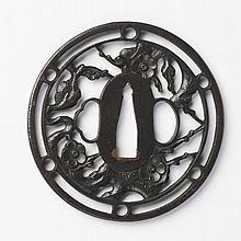 JAPON - Époque EDO (1603 - 1868) XVIIIe siècle Maru gata en fer à décor en maru bori d'une branche de prunier dans un cercle orné de..