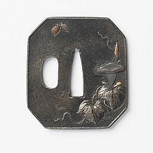 JAPON - Fin époque EDO (1603 - 1868) Hakku gata en fer incrusté en taka zogan de shibuichi et de cuivre de volubilis et papillon...