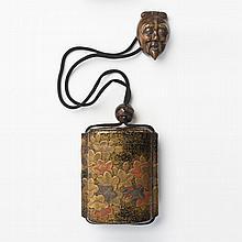 JAPON - Époque EDO (1603 - 1868) Inro à quatre cases en laque nashiji or à décor en hira maki-e de laque or, rouge et argent de lys....