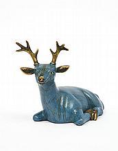 Cerf couché en bronze et émaux cloisonnés