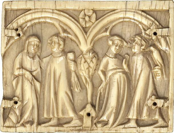 Petite plaquette de coffret en ivoire sculpté à thème courtois représentant deux couples sous des arcatures de part et d'autre d'un a