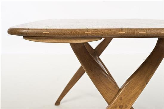 Peder Moos (1906-1991) Table de salle à manger avec deux rallonges Chêne et pin Date de création : 1944 Table : H 70 × L 142...