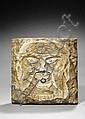 Rare mascaron de fontaine en marbre blanc à décor d'une tête de lion stylisée