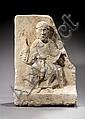 Partie de tympan en pierre calcaire sculptée en faible et fort reliefs représentant un Christ bénissant, traces de chaux