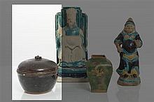 CHINE - Époque MING (1368-1644) Pot couvert en grès émaillé noir brun.