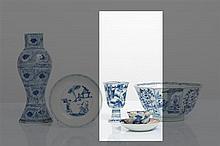 CHINE - Epoque KANGXI (1662-1722) Sorbet de forme polylobée sur piédouche en porcelaine décorée en bleu sous couverte d'un paysage l..