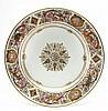 Sèvres (genre de) Assiette à décor dans le style du service des Chasses de Louis Philippe à Fontainebleau formé d'une rosace or au c...