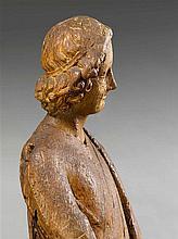 Ange souriant en chêne sculpté en ronde-bosse avec traces de polychromie et de dorure