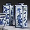 CHINE Époque KANGXI (1662-1722) Paire de flacons de forme carrée en porcelaine décorée en bleu sous couverte des fleurs des quatre s...