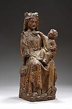 Vierge à l'Enfant assise en noyer sculpté en ronde-bosse avec traces de polychromie