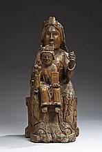 Vierge à l'Enfant en majesté en bois fruitier sculpté en ronde-bosse