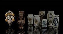 Italie Bénitier d'applique à décor polychrome de saint Antoine entre deux colonnes torses surmontées de deux amours supportant une c..
