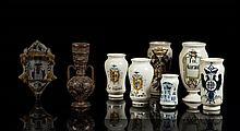 Espagne Lot comprenant sept albarelli à décor en camaïeu bleu ou polychrome d'armoiries et inscriptions pharmaceutiques