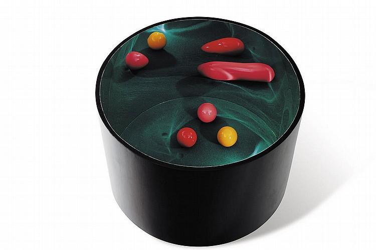 MARCIA XAVIER (NÉ EN 1967) Carambola, 2002 Bois, feutre et balles de billard. Édition 3/3. H_47 cm D_31 cm