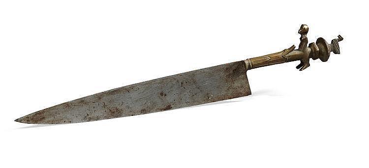 Couteau cérémoniel entièrement constitué de métal