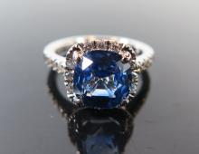 A Modern Natural Cornflower Blue Sapphire and Diamond Ring in 18ct white go