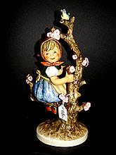 Hummel Figurine 141/V TMK 5 Apple Tree Girl